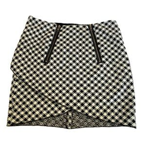2BRych Houndstooth Print Asymmetrical Skirt Size 8